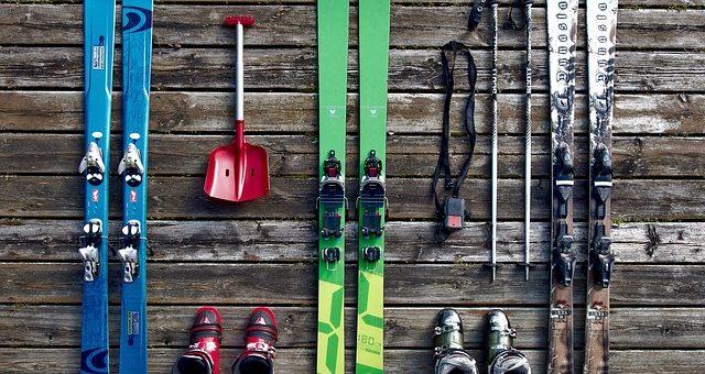 Dlaczego narty lub snowboard trzeba oddać do serwisu przed rozpoczęciem sezonu?